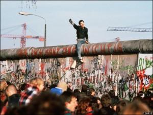 <vacíoLa caída del muro>