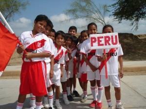 En el mes de la Patria enseñemos a amar verdaderamente al Perú